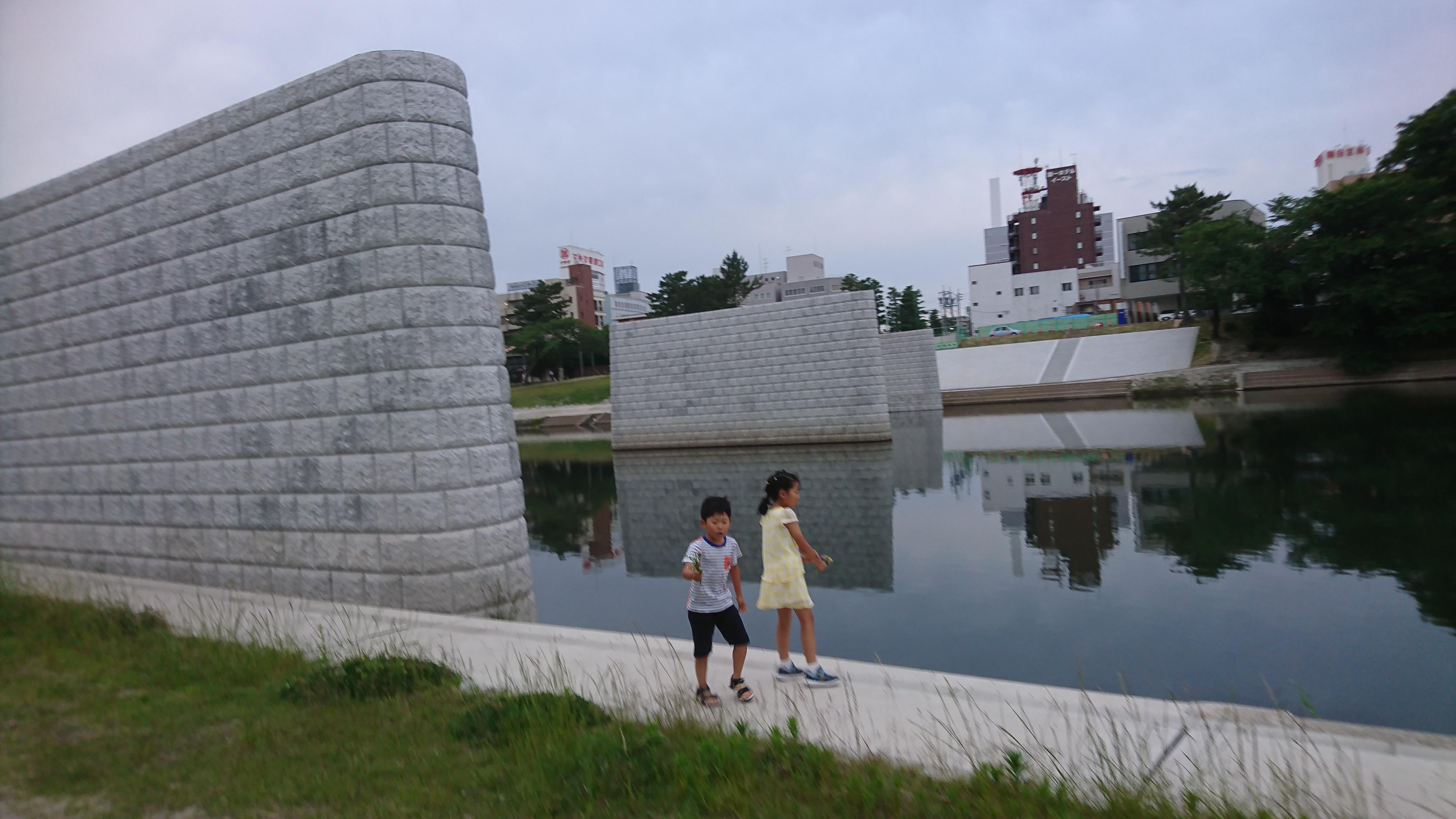 架橋している袂へ│犬の散歩的な│2018-06-05-photos